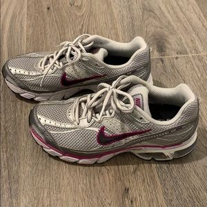 Nike Air Max Moto5 Max Air Women's Runner